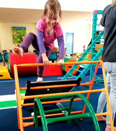 seacliff-kindergym-photo-gallery-girl-climbing-2