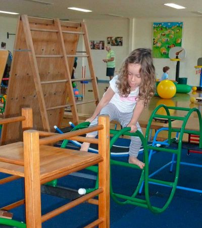 seacliff-kindergym-photo-gallery-girl-climbing